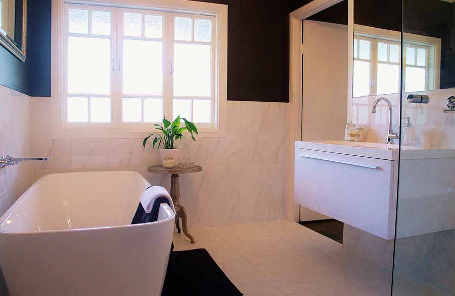 bathe in the luxurious bathroom